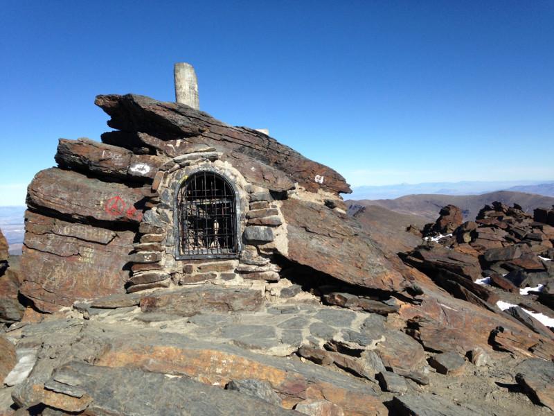 Kaplička na vrcholu Mulhacénu