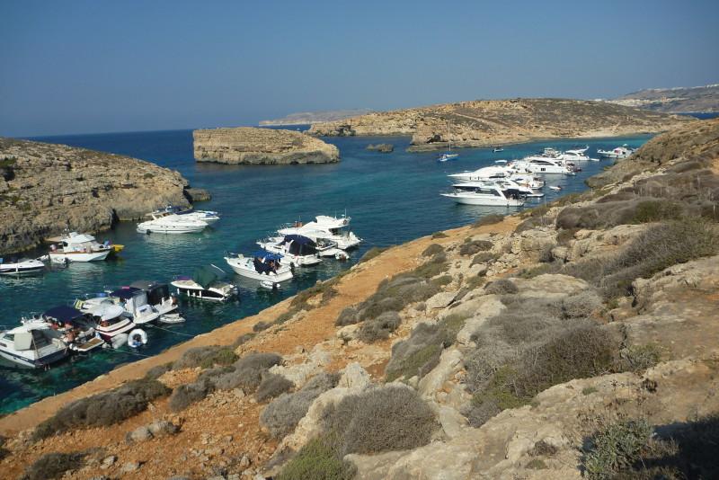 Když vás přestane bavit běhat po úřadech, pronajměte si jachtu a objeďte ostrov Comino