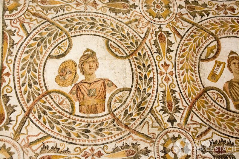 V muzeu římských podlahových mozaik si můžete prohlídnout originální podlahy, které se ještě podařilo zachránit a umístit do tohoto muzea.