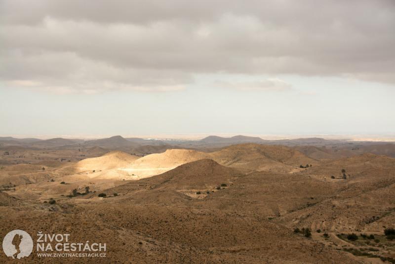Fotoreport z cesty napříč Tuniskem – Prosvítající paprsky slunce v oblasti kolem Matmaty.
