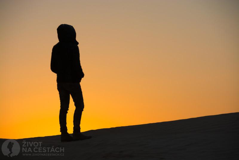 Fotoreport z cesty napříč Tuniskem – Pozorování západu slunce na Sahaře je nezapomenutelným zážitkem.