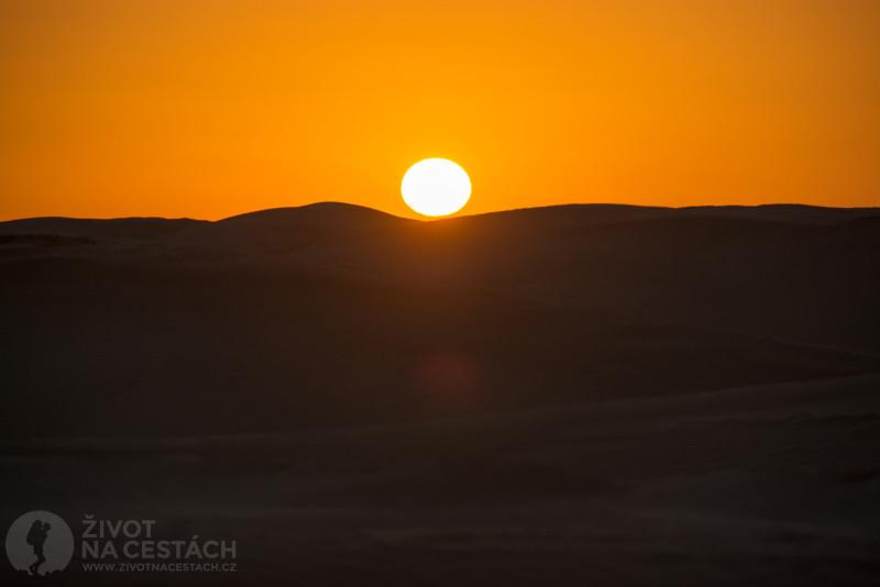 Fotoreport z cesty napříč Tuniskem – Západ slunce na Sahaře.