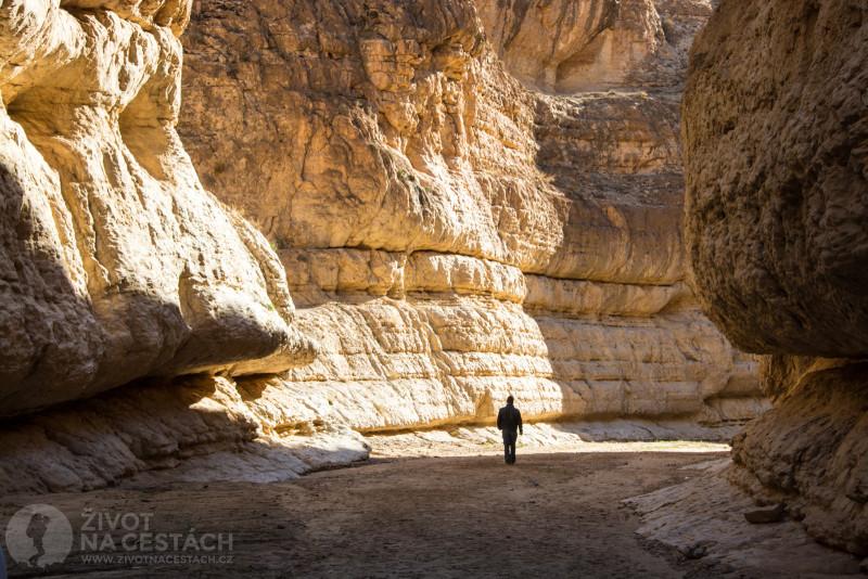 Fotoreport z cesty napříč Tuniskem – Nádherná procházka kaňonem u oázy Mides.