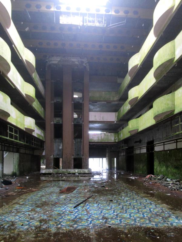 Vstupní hala opuštěného hotelu