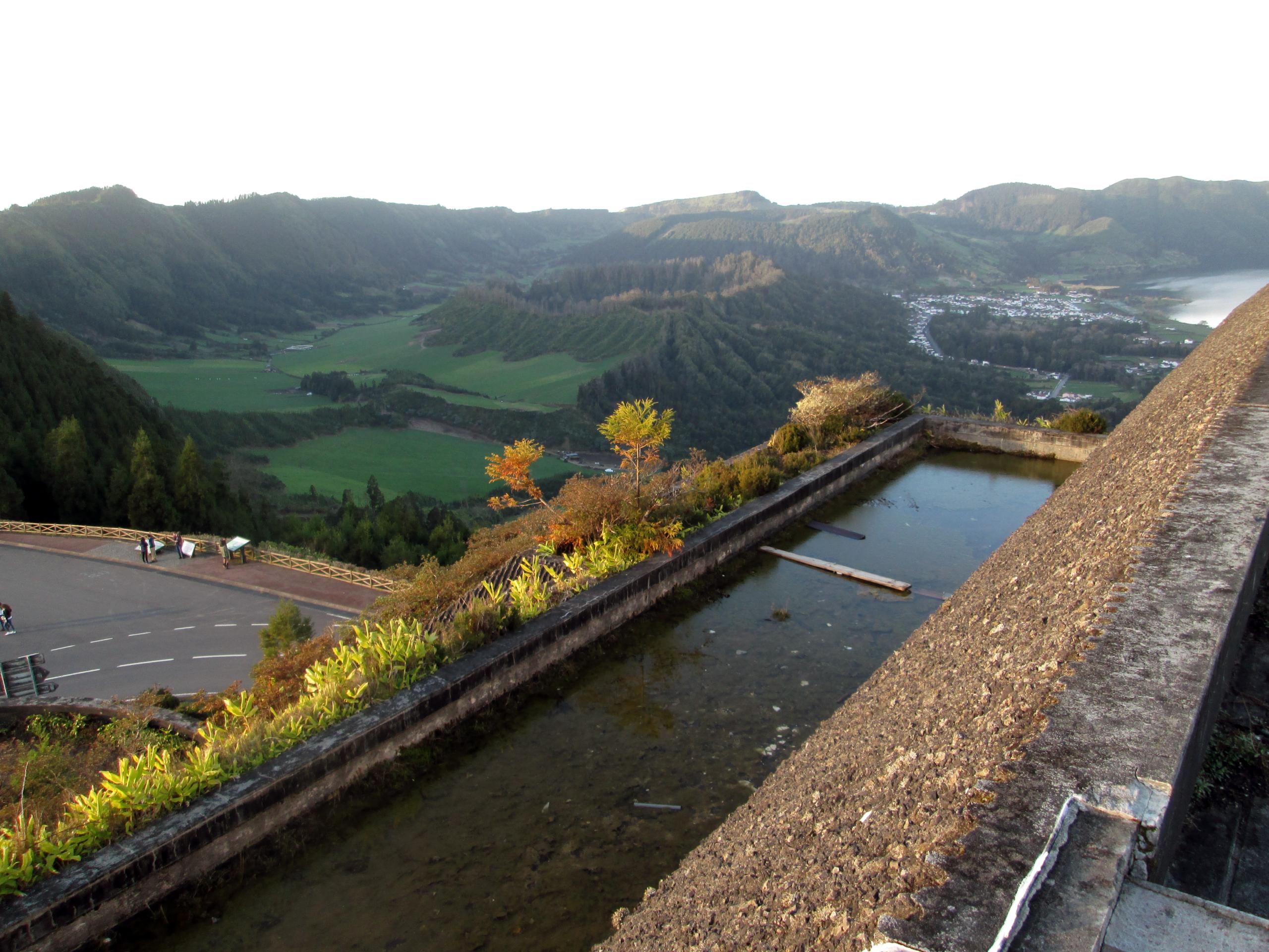 Výhled ze střechy Monte Palace do okolí