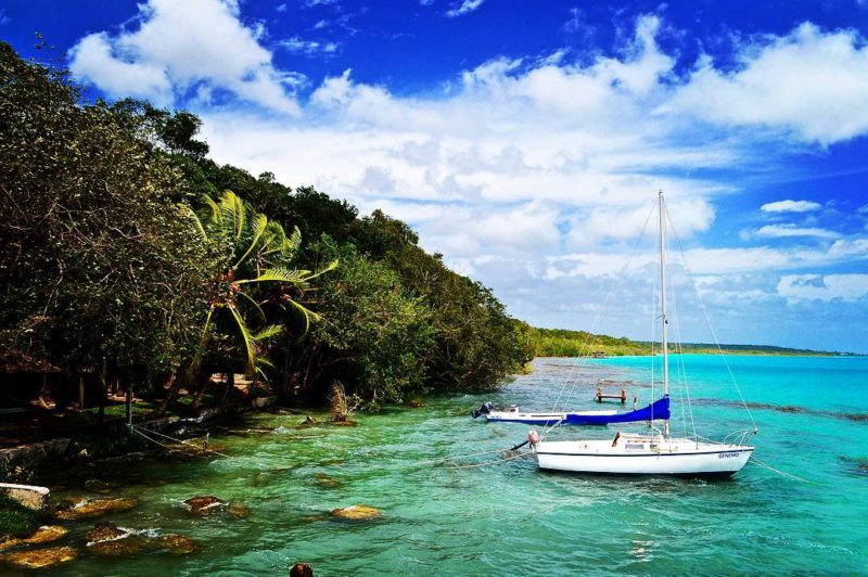 I, Cycleast aneb Filosofická cesta do nitra duše Matěje Balgy – Znovu na Jih (díl 7.) Neuvěřitelně nádherné barvy průzračné vody v laguně nedaleko Bacalar v Mexiku.