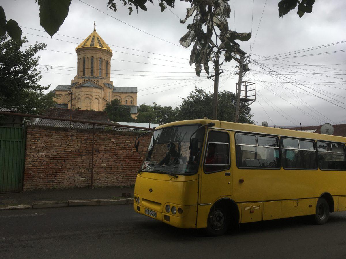 Místní bus v Tbilisi