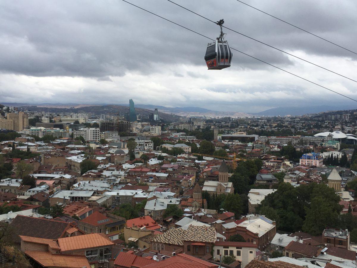 Lanová dráha nad Tbilisi (k pevnosti či soše Matka Gruzie)