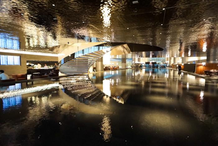 Bazének v Al Mourjan Lounge na letišti v Dauhá