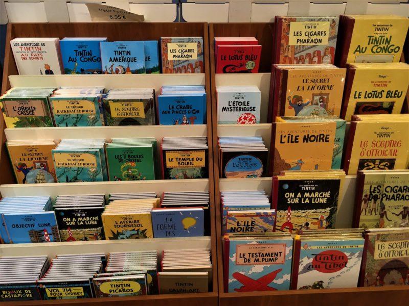 V prodejně komiksů - Tintinovy příběhy