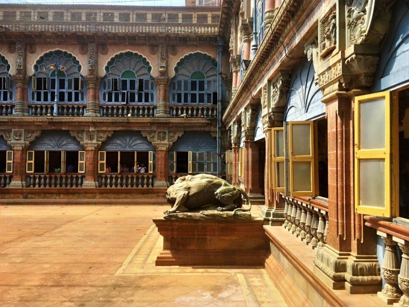 Na nádvoří paláce
