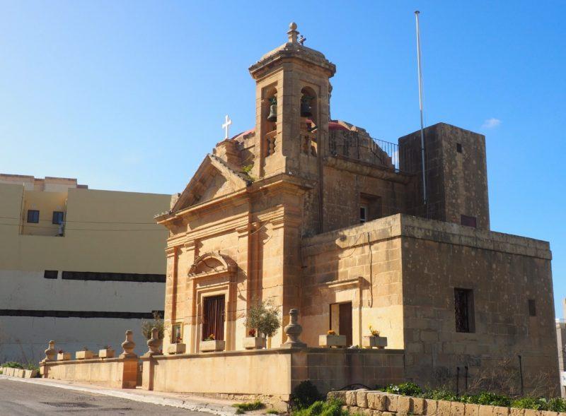 Jeden z mnoha kostelů na Gozu.