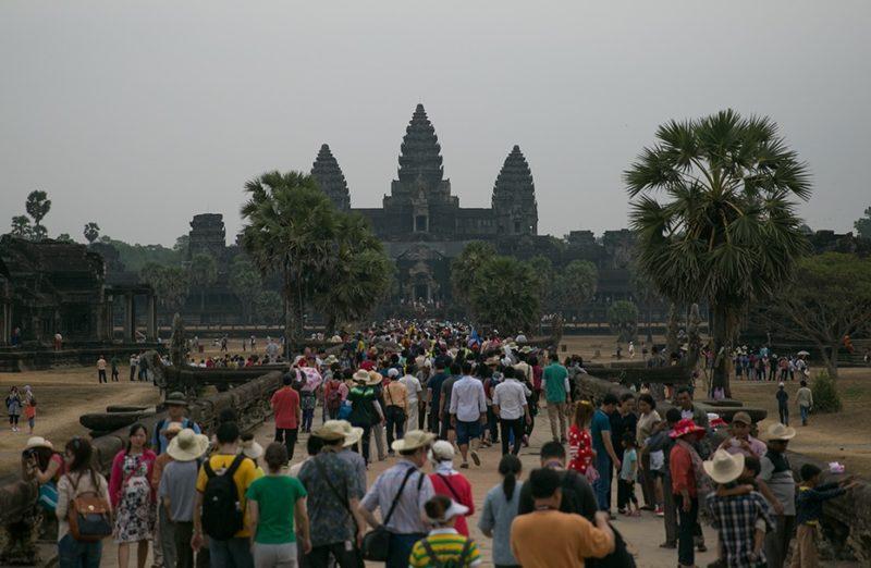 Dav na hlavní ose procházející Angkor Watem