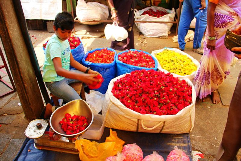 Na květinové části trhu