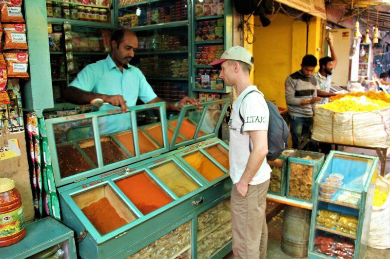 Při nákupu indického koření