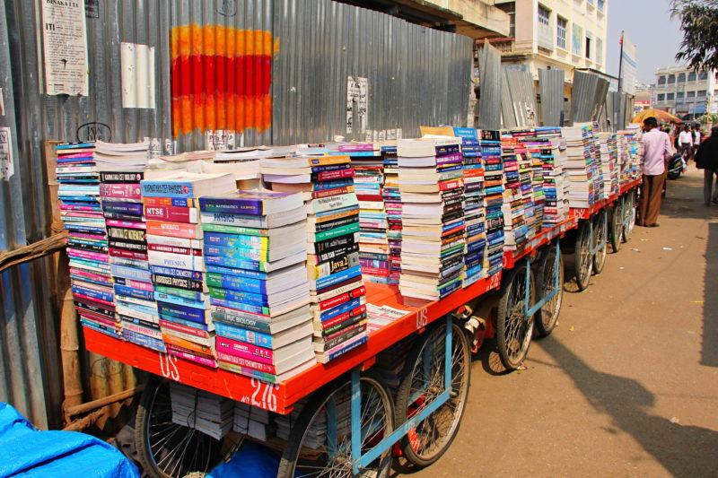 V ulicích Mysore – pouliční knihkupectví