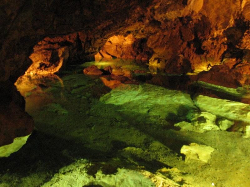 Letní výlety po Krkonoších: Bozkovské dolomitové jeskyně, jezírko