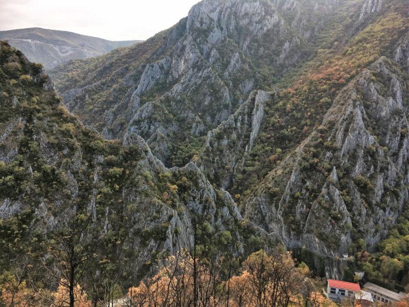 Pokud budete mít ještě čas, zajeďte si do kaňonu Matka, jen pár kilometrů od Skopje