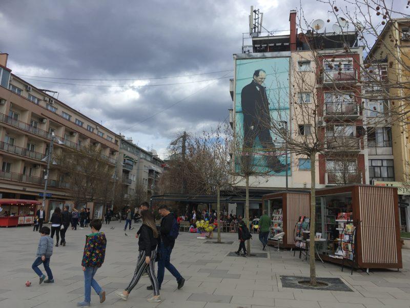 Na hlavní pěší zóne, Priština, Kosovo