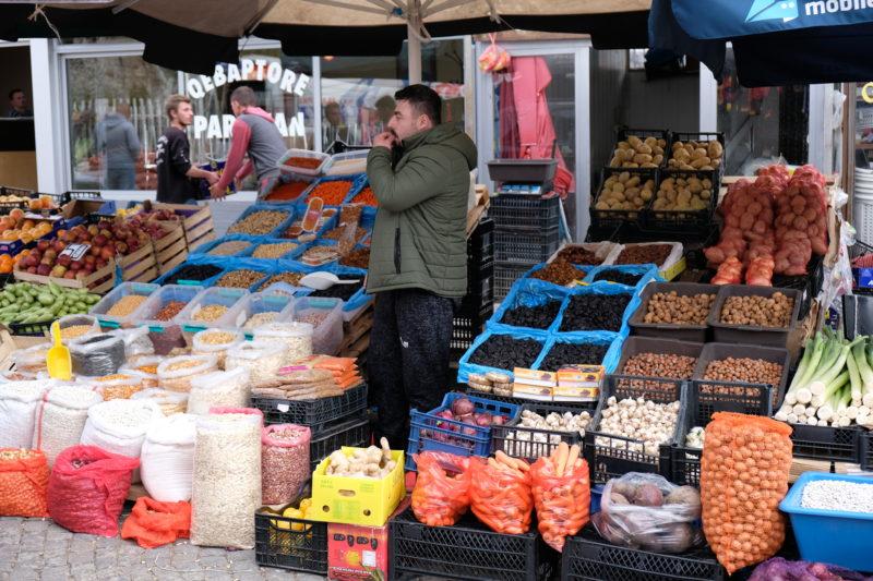 Na prištinském tržišti