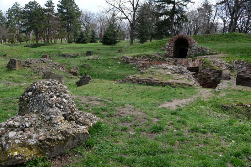 V areálu pevnosti je několik pozůstatků starobylých staveb, jsou tu mimo jiné i vykopávky antické ulice.