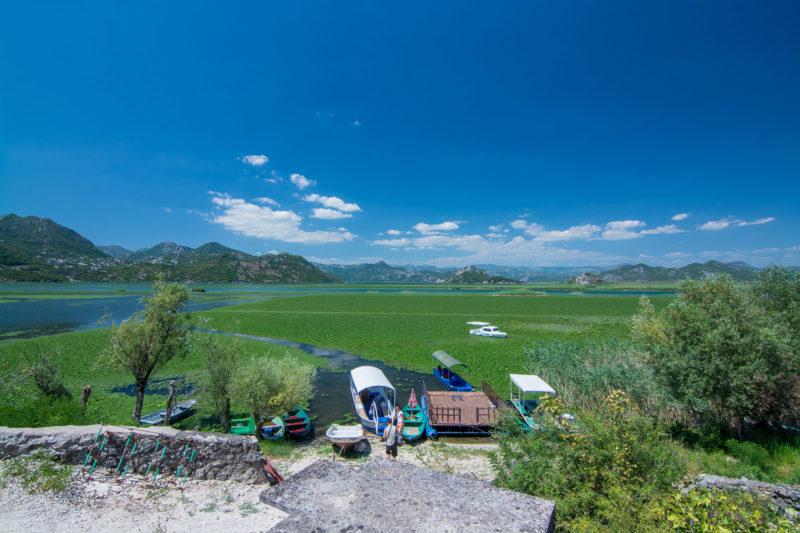 Krásné jezero Skadar. Černá Hora.