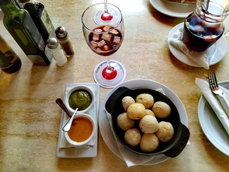 Národní jídlo Lanzarote: Patatas con mojos.