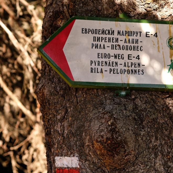 Pohořím vede i dálková turistická trasa E4