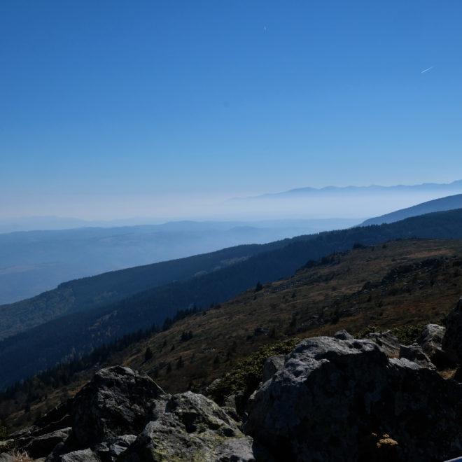 Vitosha, v pozadí vrcholky pohoří Rila