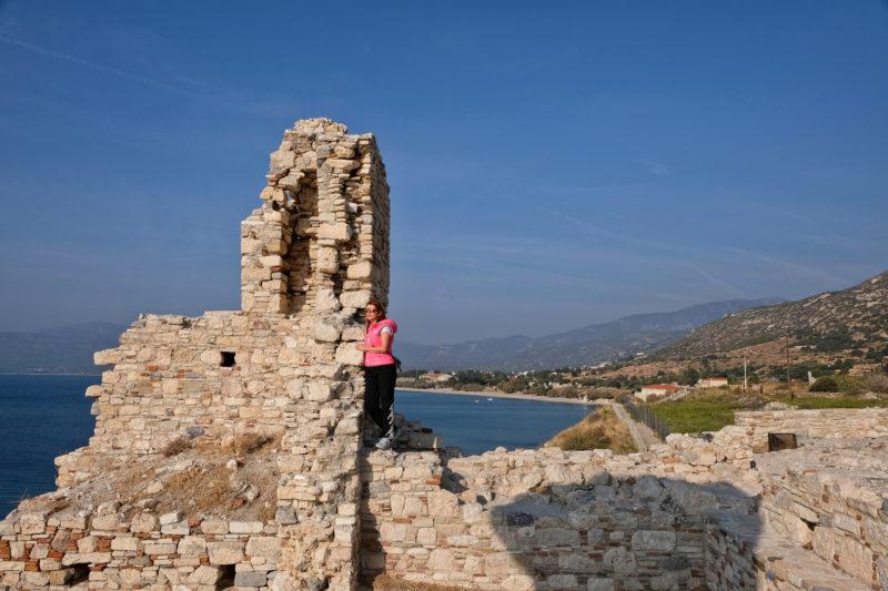 Hrad je přímo nad Egejským mořem
