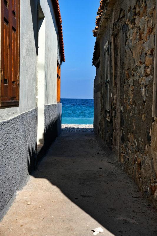 Z hlavní ulice jste po pár metrech přímo na pláži