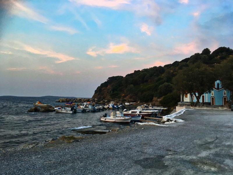 Podvečer v rybářské vesnici Agia Paraskevi