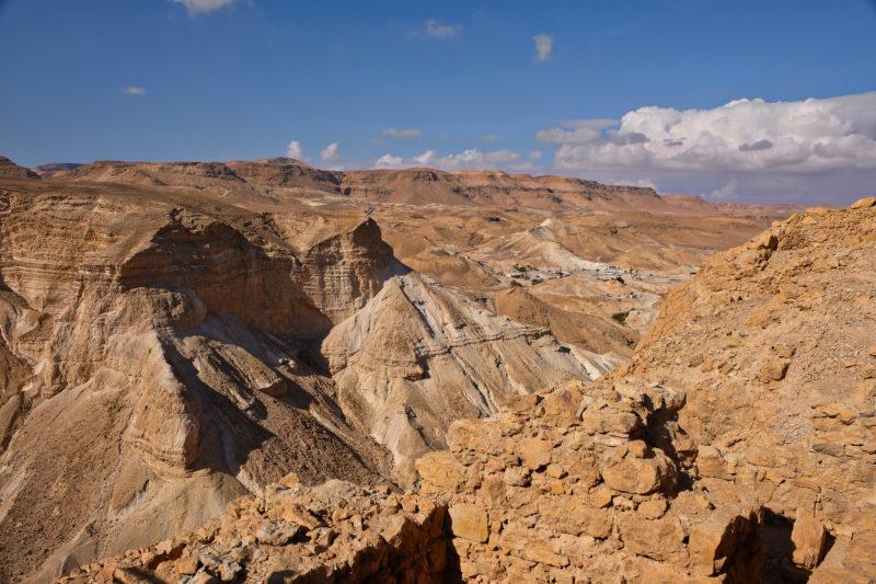 Krajina Negevské a Judské pouště cestou na pevnost Masada je prostě fascinující