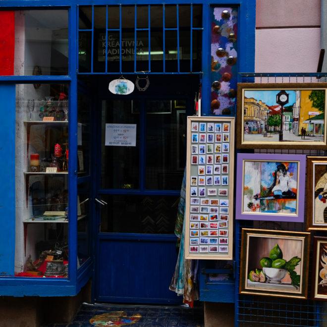Umělecká galerie a nejhezčí suvenýrové magnetky široko daleko :-)