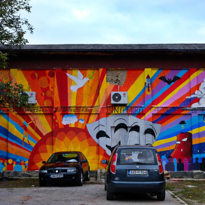 My fanoušci street artu si v Tuzle celkem přijdeme na své