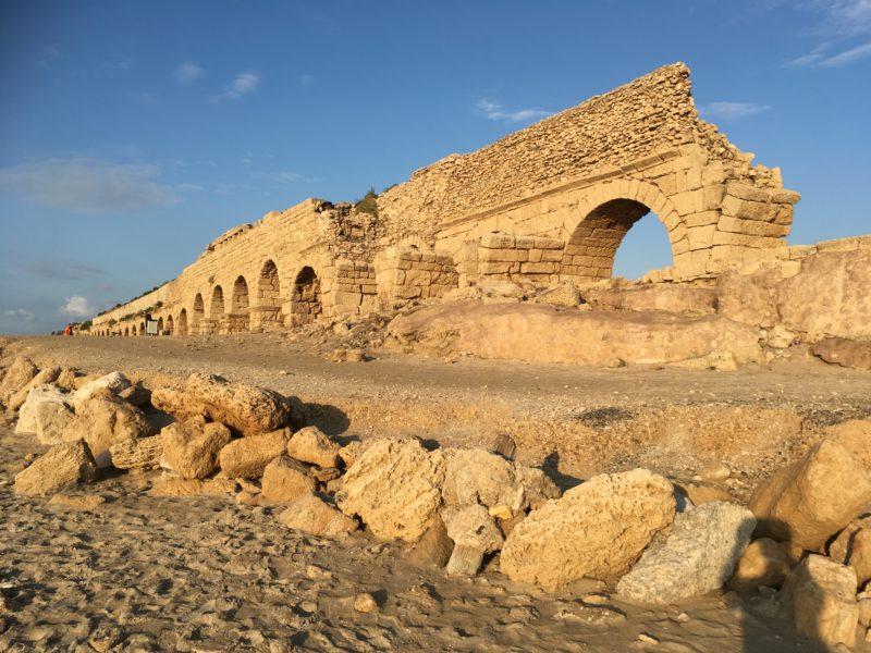 Caesarea - akvadukt; jsou tu krásné západy slunce