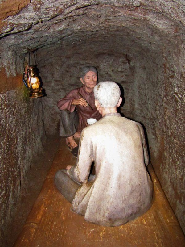 Ukázka toho, jak obyvatelé Vinh Moc žili v tunelech.