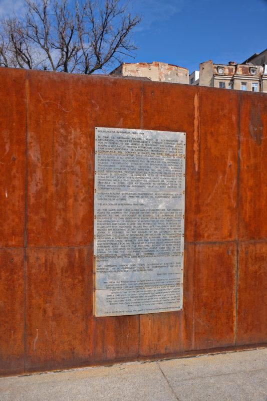 U památníku holocaustu