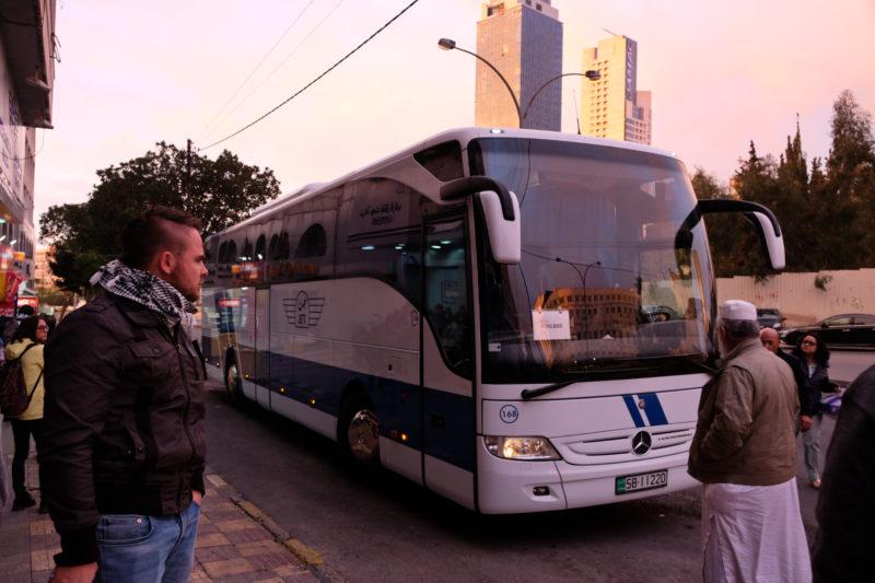 Autobus z Ammánu do Petry.