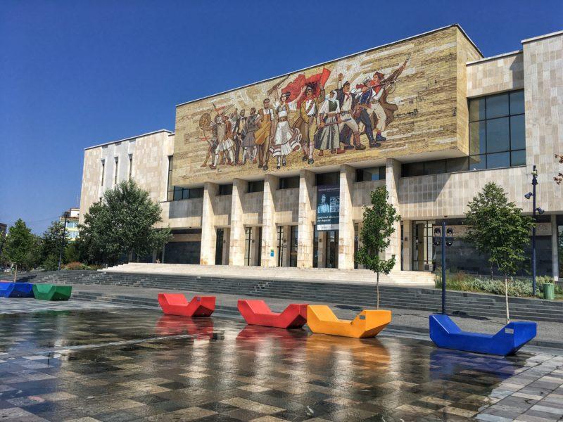 narodmi muzeum tirana